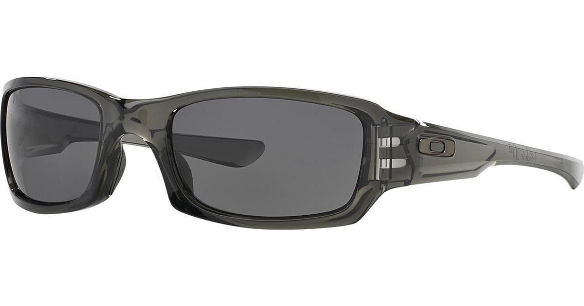 annoncer i oakley solbriller