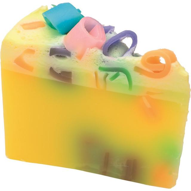 Bomb Cosmetics Pina Pinata Soap Cake 150g